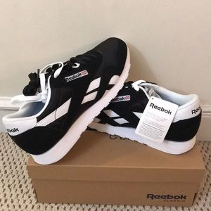ce18cce1503 Men s Reebok Classic Shoes Black on Poshmark